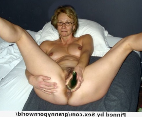 granny spreads and masturbates